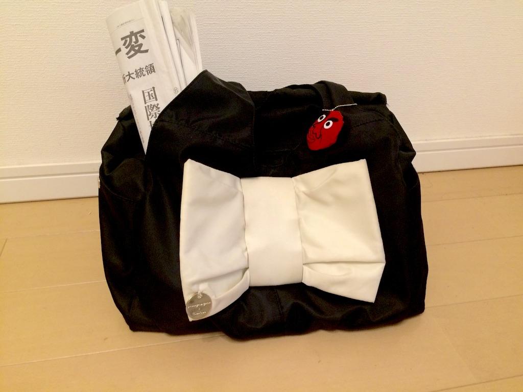 フェルトマスコットをつけたバッグ