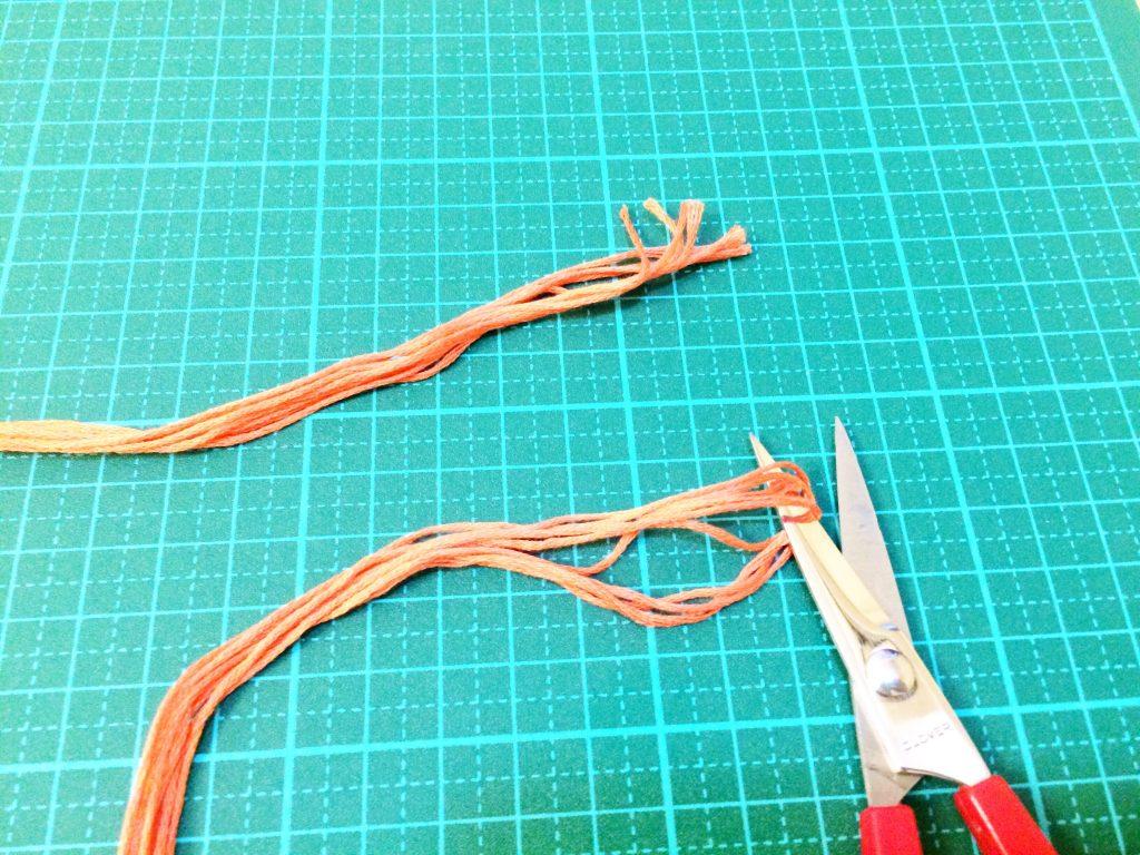 刺繍糸の抜き方折り返し部分を切る
