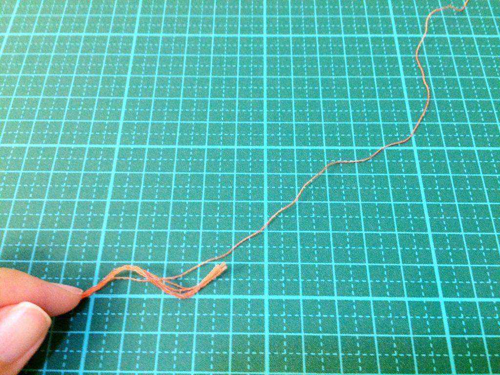 刺繍糸の抜き方6本のうちの1本を抜く