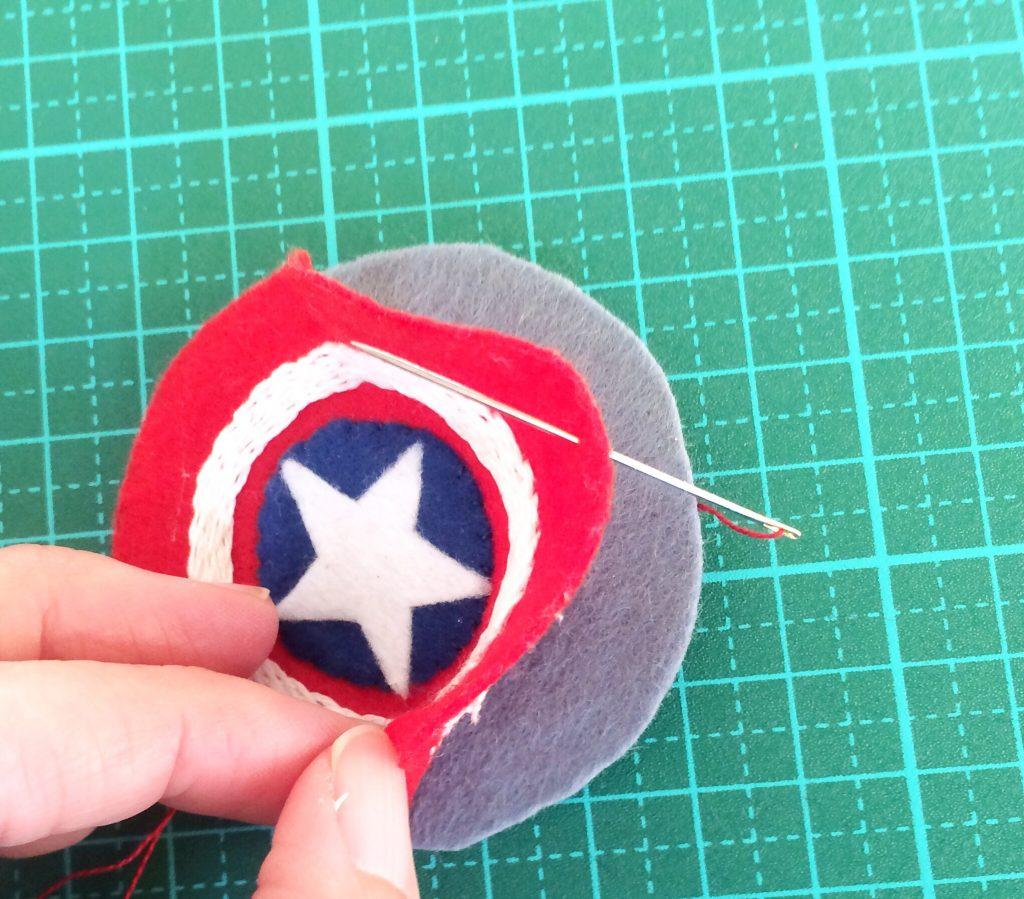 キャプテンアメリカ盾外側を縫う
